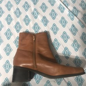VINTAGE BROWN BOOTS